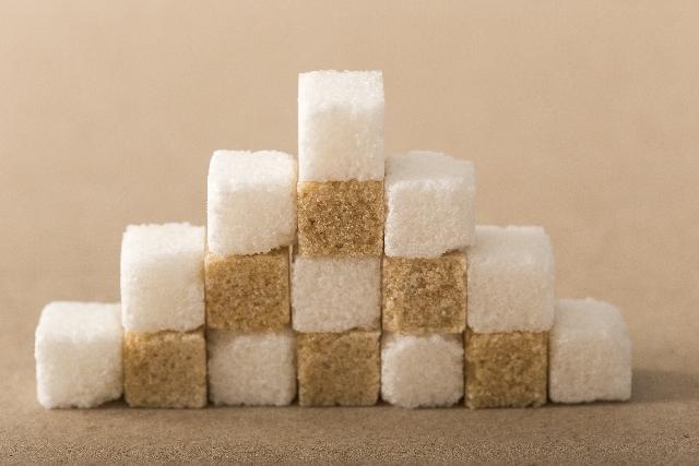 ジュースに使われている砂糖の量が一目で分かるサイトが面白い